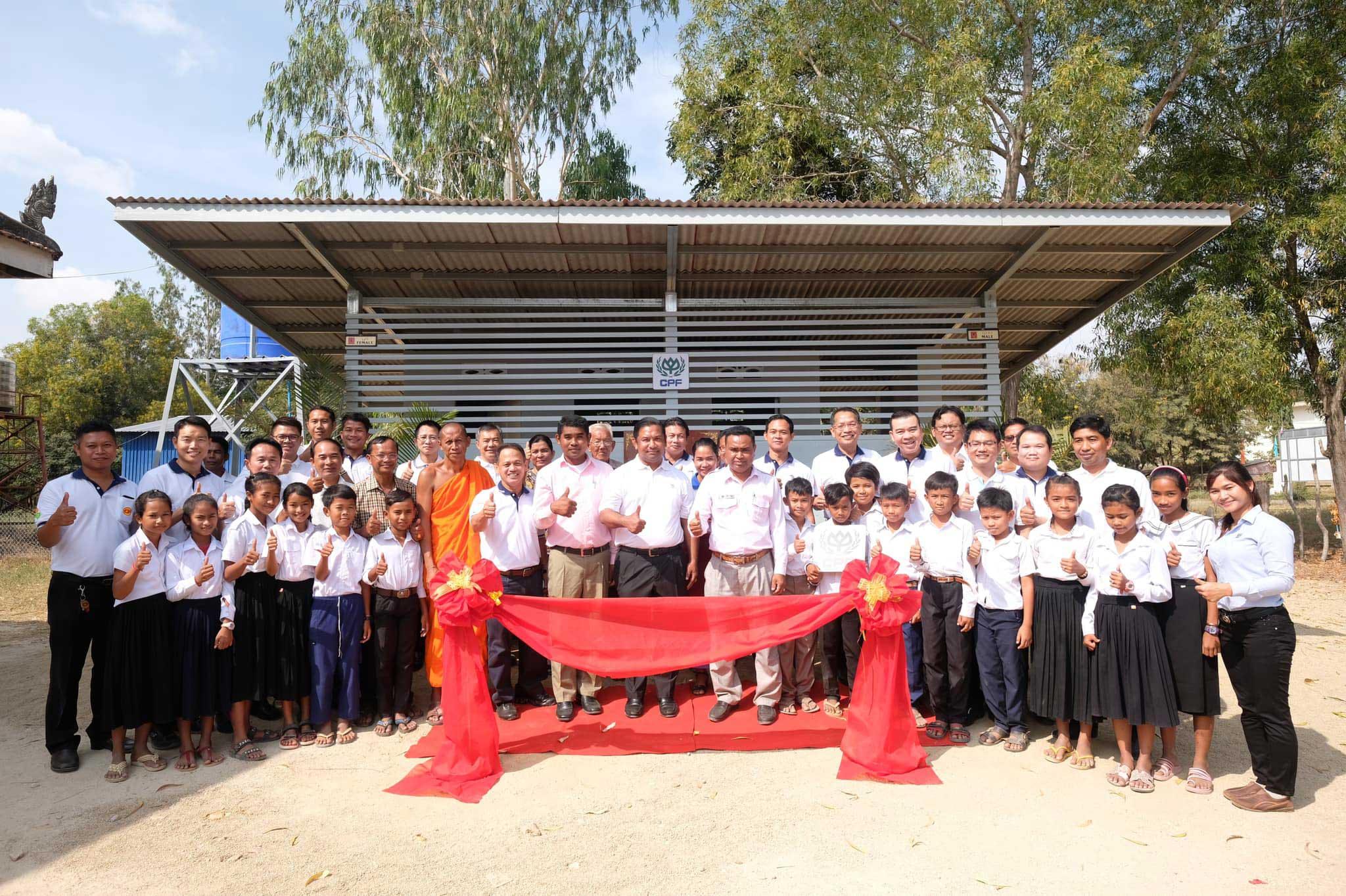 ซี.พี. กัมพูชา ตอบแทนชุมชนและสังคม ส่งมอบห้องน้ำสะอาด เพื่อสุขอนามัยที่ดีแก่น้องๆ